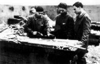 Jüdische Flüchtlinge aus dem Deutschen Reich werden als Tischler angelernt